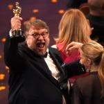 "Guillermo del Toro reacciona tras ganar el Oscar al mejor director por ""The Shape of Water"", el domingo 4 de marzo del 2018 en el Teatro Dolby de Los Angeles. (Foto por Chris Pizzello/Invision/AP)"