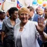Foto de archivo de la presidenta de Chile, Michelle Bachelet, durante una visita a Puerto Príncipe, Haití.