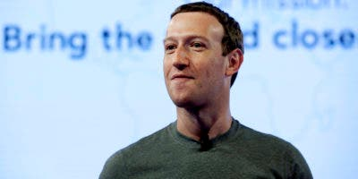 El director general de Facebook Mark Zuckerberg habla durante el Facebook Communities Summit, en Chicago, el 21 de junio e 2017. (AP Photo/Nam Y. Huh, File)
