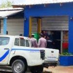 autoridades-cierran-comercios-que-infringiendo-dispocisiones-de-semana-santa-expendian-bebidas-alcoholicas-en-puerto-plata