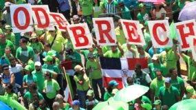 La Marcha Verde se ha movilizado por las principales provincias del país para repudiar la corrupción y la impunidad, tomando el caso de Odebrecht como bandera.   ARCHIVO.