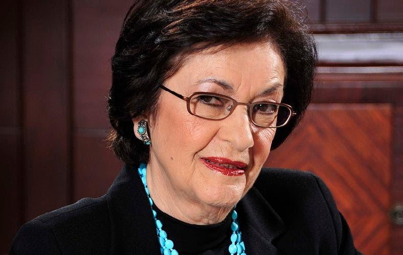 Carmenchu Brussilof Ugarte se inició en el periodismo a finales de la década de los 60 a través de su madre, la periodista doña María Ugarte. En ese entonces se desempeñó como traductora de inglés de prensa extranjera en el periódico El Caribe.
