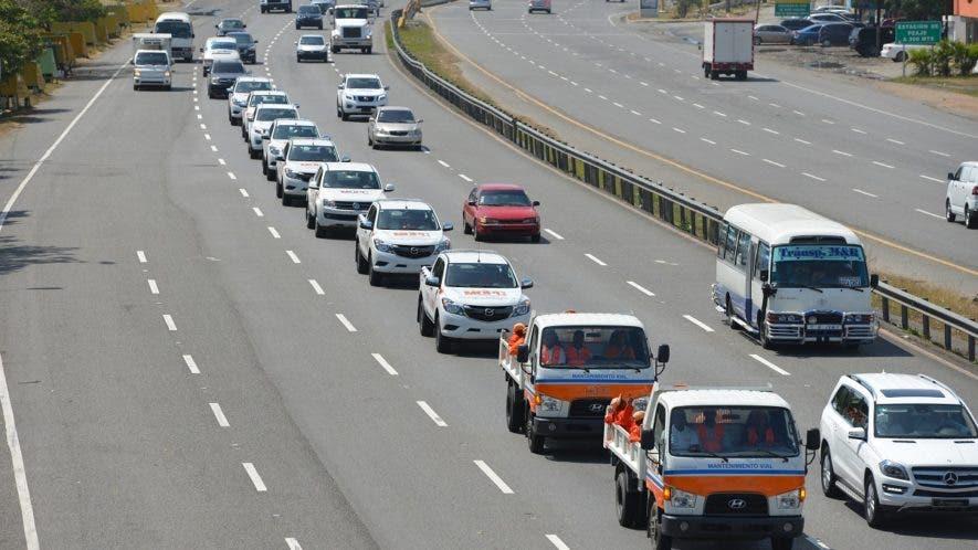 Más de 450 unidades, 3 mil 500 efectivos militares y policías, y más de 4 mil integrantes del programa de mantenimiento de carreteras serán desplazados en las 32 provincias del país para dar cobertura de servicios a los viajeros y/o vacacionistas.