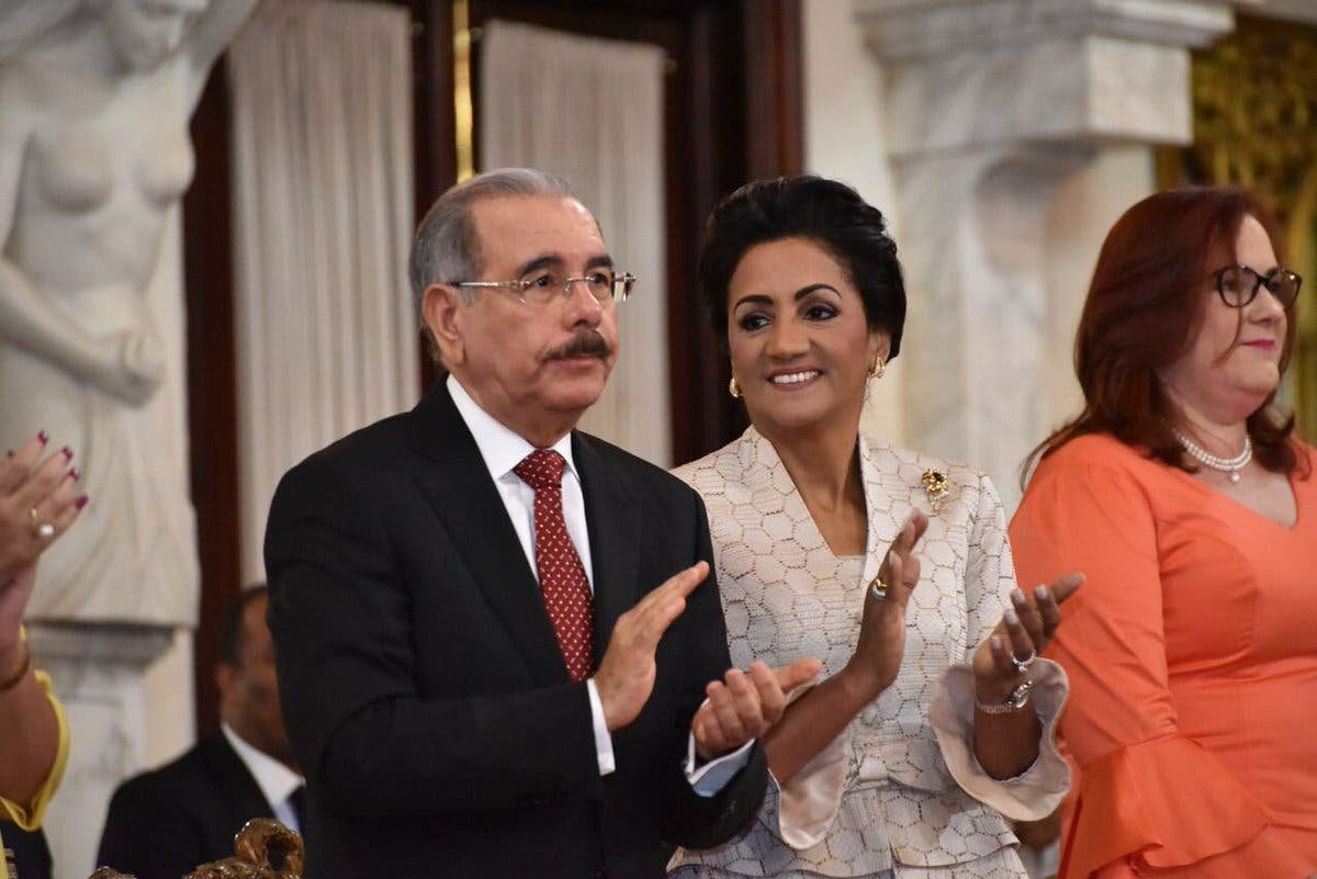 Reciben mujeres dominicanas Medalla al Mérito