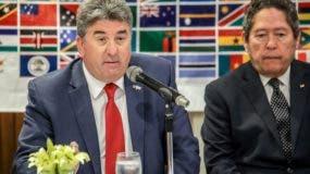 El embajador británico, Chris Campbell y Fernando González. Foto de archivo.