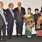 El embajador dominicano en Japón, Héctor Domínguez y los diplomáticos japoneses, Soichi Sato y Takashi Fuchigami y sus respectivas esposas.