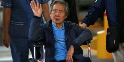 """En diciembre de 2017, hospitalizado, el expreside Alberto Fujimori fue beneficiado con un controvertido indulto """"humanitario"""" concedido por Pedro Pablo Kuczynski, quien el miércoles renunció a la presidencia de Perú."""