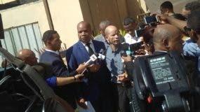 El doctor Julio Gómez y su sobrino Jhon Arias fueron dejados en libertad luego que un tribunal les variara la medida de coerción de prisión por presentación periódica.