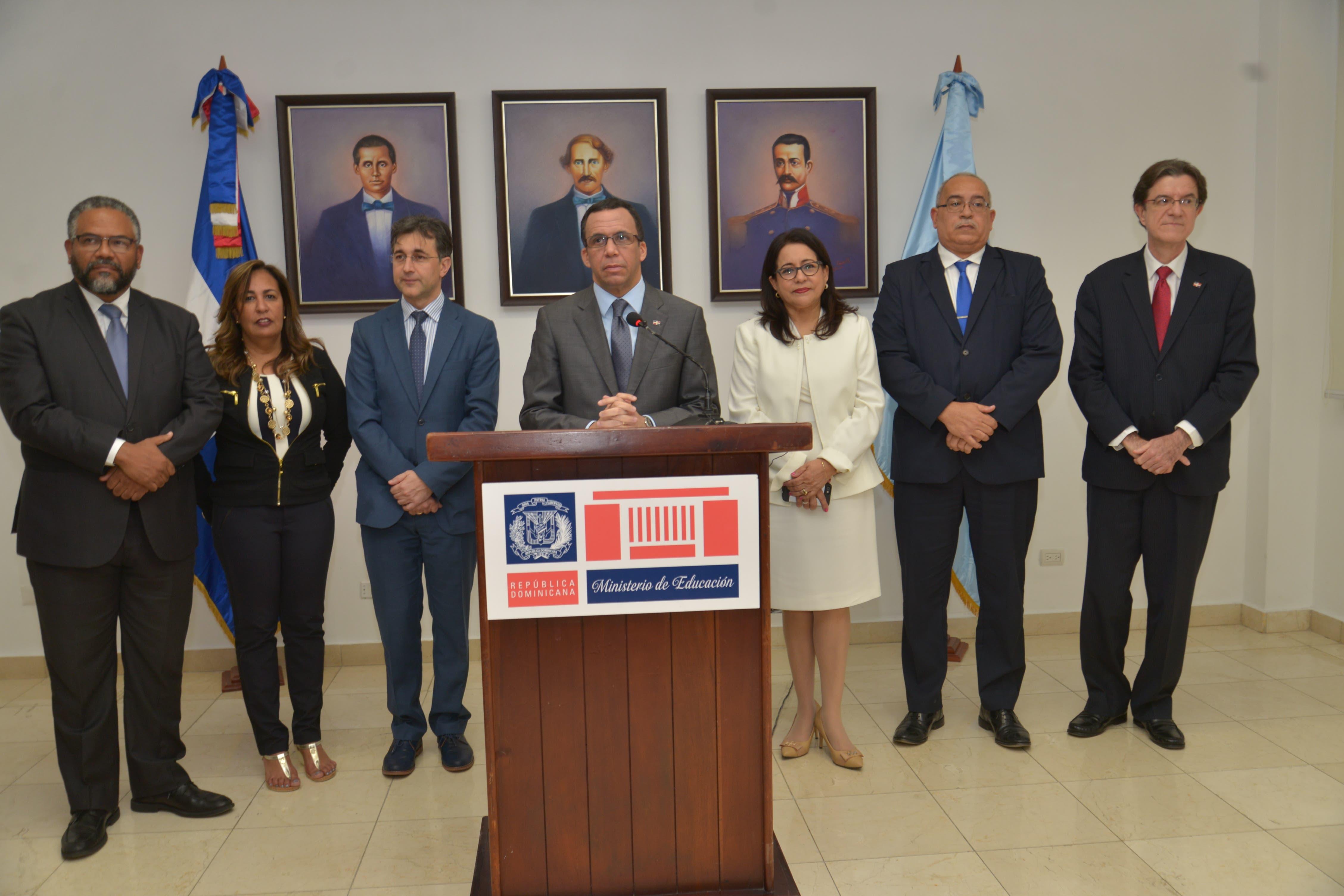 Resultado de imagen para Andrés Navarro designa 18 directores regionales con méritos profesionales