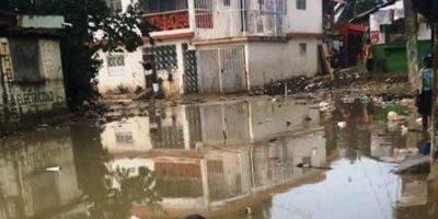Una de las vías inundadas en Puerto Plata.
