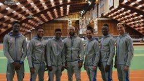 La delegación dominicana de atletismo, que lidera el medallista de plata olímpico, Luguelin Santos, ya está en Birminghan para el Mundial Bajo Techo.