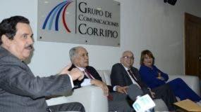 Tony Raful junto a otros miembros de la Comisión Nacional Organizadora de la Convención Nacional Ordinaria del PRM.
