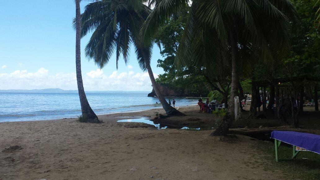 Poca afluencia de bañistas en playas y balnearios de Samaná este Sábado Santo