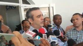 Luis Abinader ofrece declaraciones a la prensa.