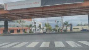 Así lucía este mediodía la intersección de las avenidas Ortega y Gasset y John Kennedy.