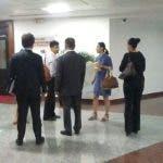 Miembros de la avanzada de seguridad del primer ministro, oficiales del CESAC y de protocolo de la Cancillería dominicana coordinaban las medidas de seguridad. Foto: Pavel Arias.