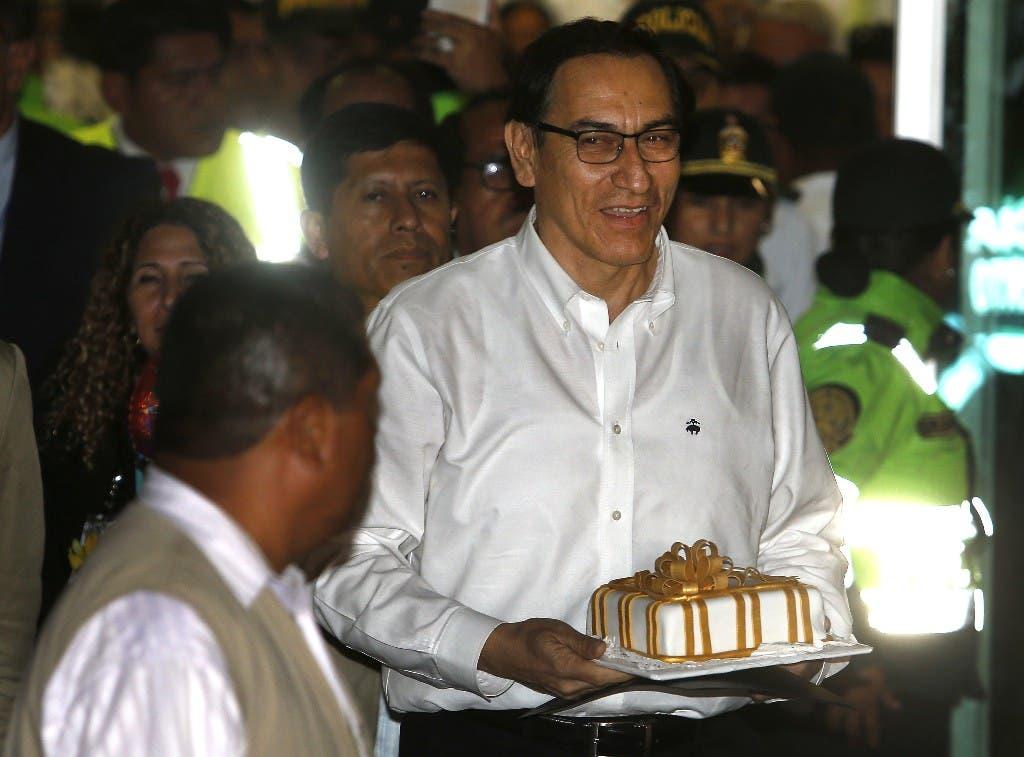 El primer vicepresidente de Perú, Martín Vizcarra, arriba al aeropuerto internacional Jorge Chávez en Lima, el viernes 23 de marzo de 2018. (AP Foto / Karel Navarro)