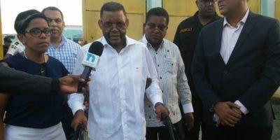 Arsenio Quevedo en momentos en que salía de la cárcel.