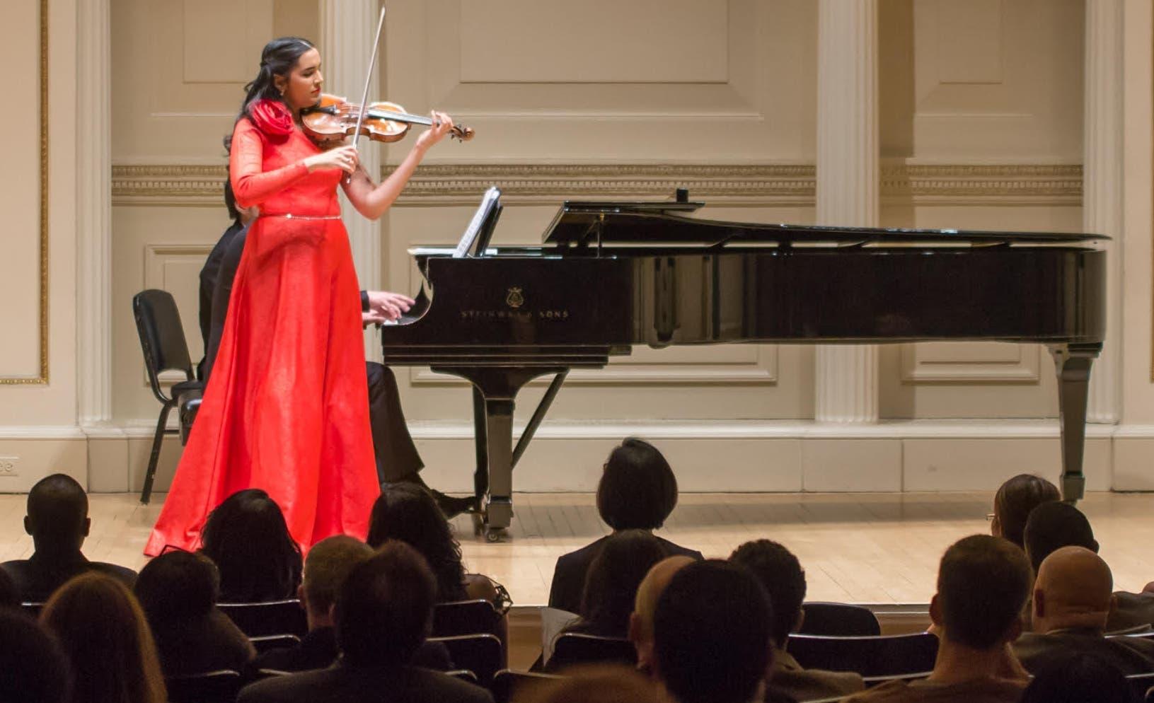 Aisha Syed y el rugir de su violín en Carnegie Hall