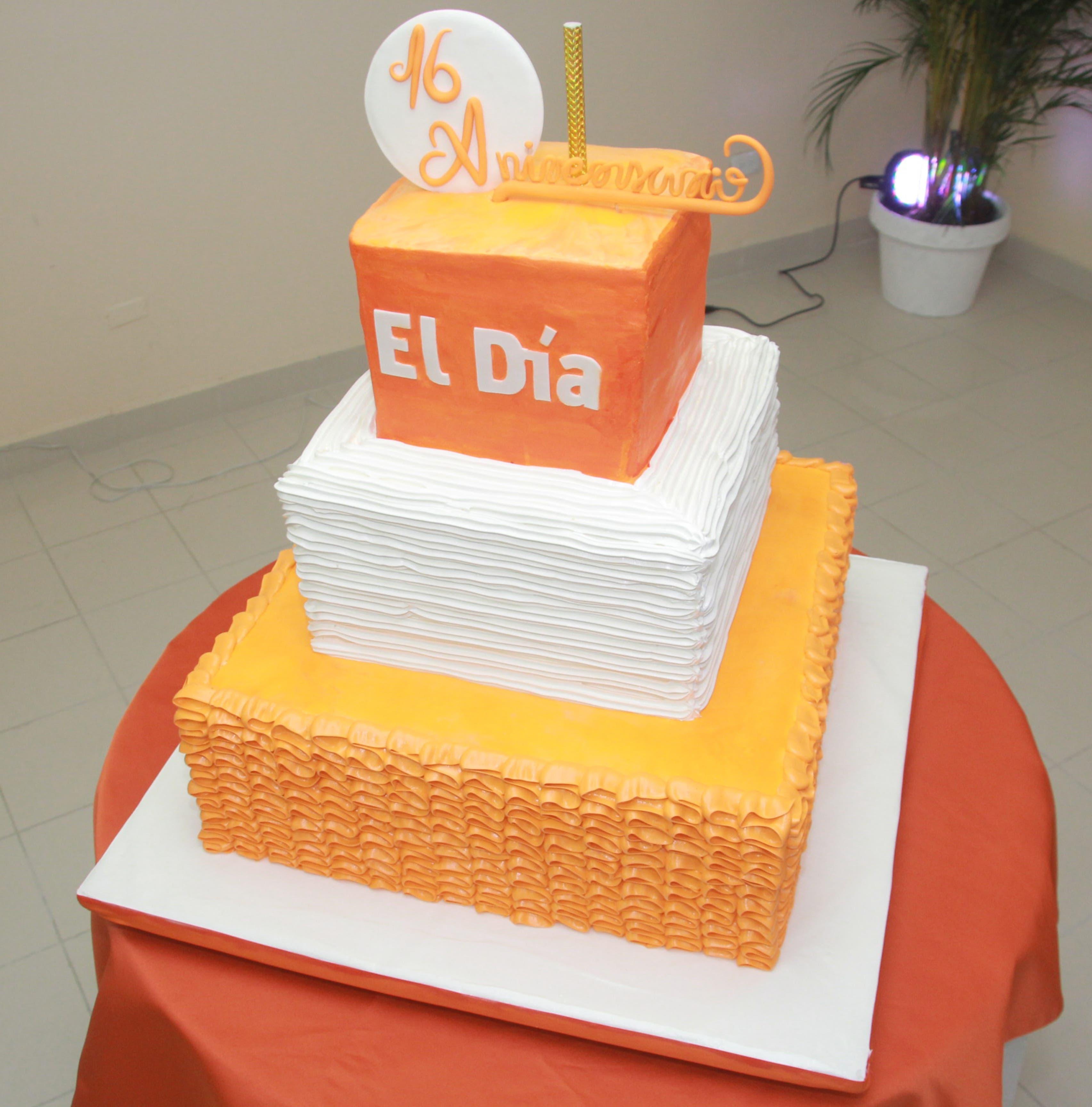 EL DÍA recibe felicitaciones por su 16 aniversario; elogian su nuevo diseño