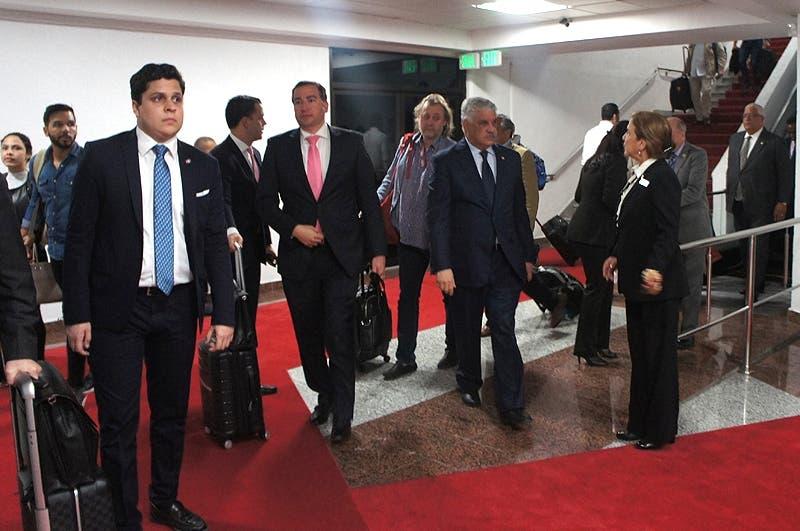 Vargas Maldonado habló en el aeropuerto Las Américas, luego de regresar  al país desde Chile. Foto: Pavel Arias.