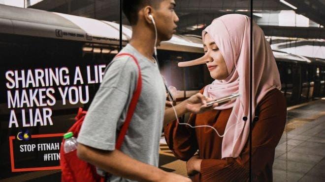 """Compartir informaciones """"falsas o parcialmente falsas"""" en internet puede llevarte a la cárcel en Malasia, según una nueva ley aprobada este lunes."""