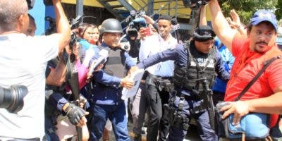 Faustino Rosario, uno de los acusados, se defiende de las acusaciones.  Duany Núñez