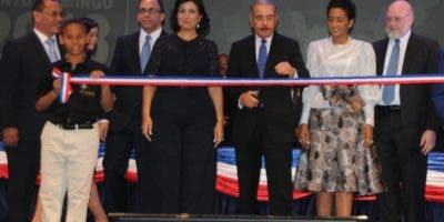 El presidente Medina mientras cortaba la cinta de la inauguración.  nicolás monegro.