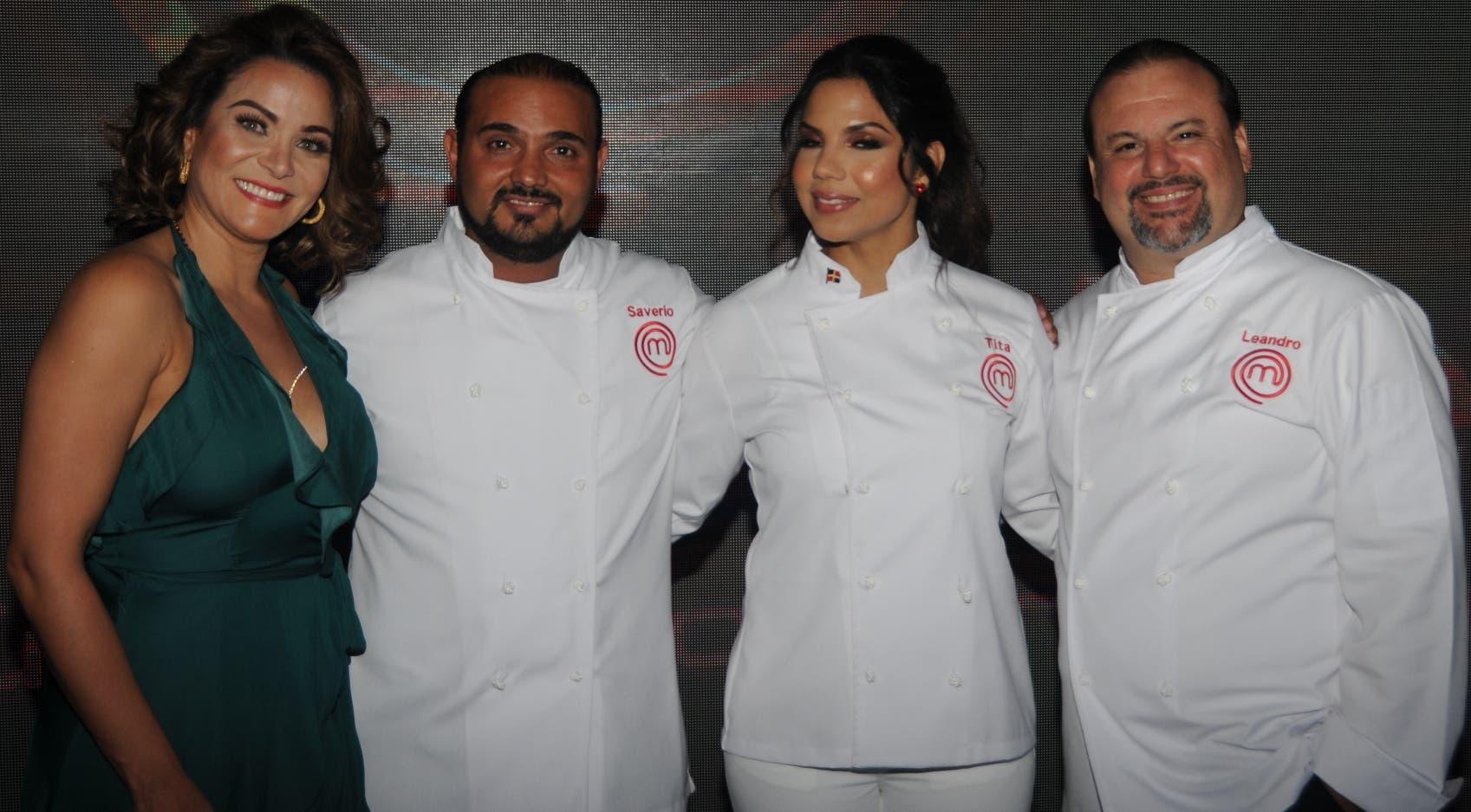 Mildred Quiroz conductora del reality, junto a los chef Saverio Stassi, Inés Páez (Tita) y Leandro Díaz.  Nicolás Monegro