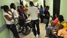 El Gobierno apuesta por una mejoría en los eficientes de salud en centros.  archivo
