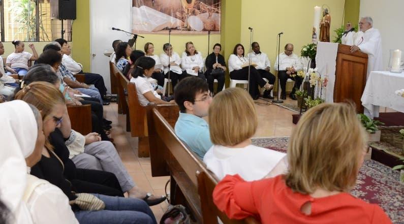 Eucaristía a cargo del padre Domingo Legua. jose de leÓn