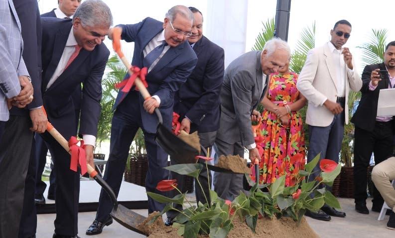Medina encabeza inicio construcción proyecto turístico en La Vega