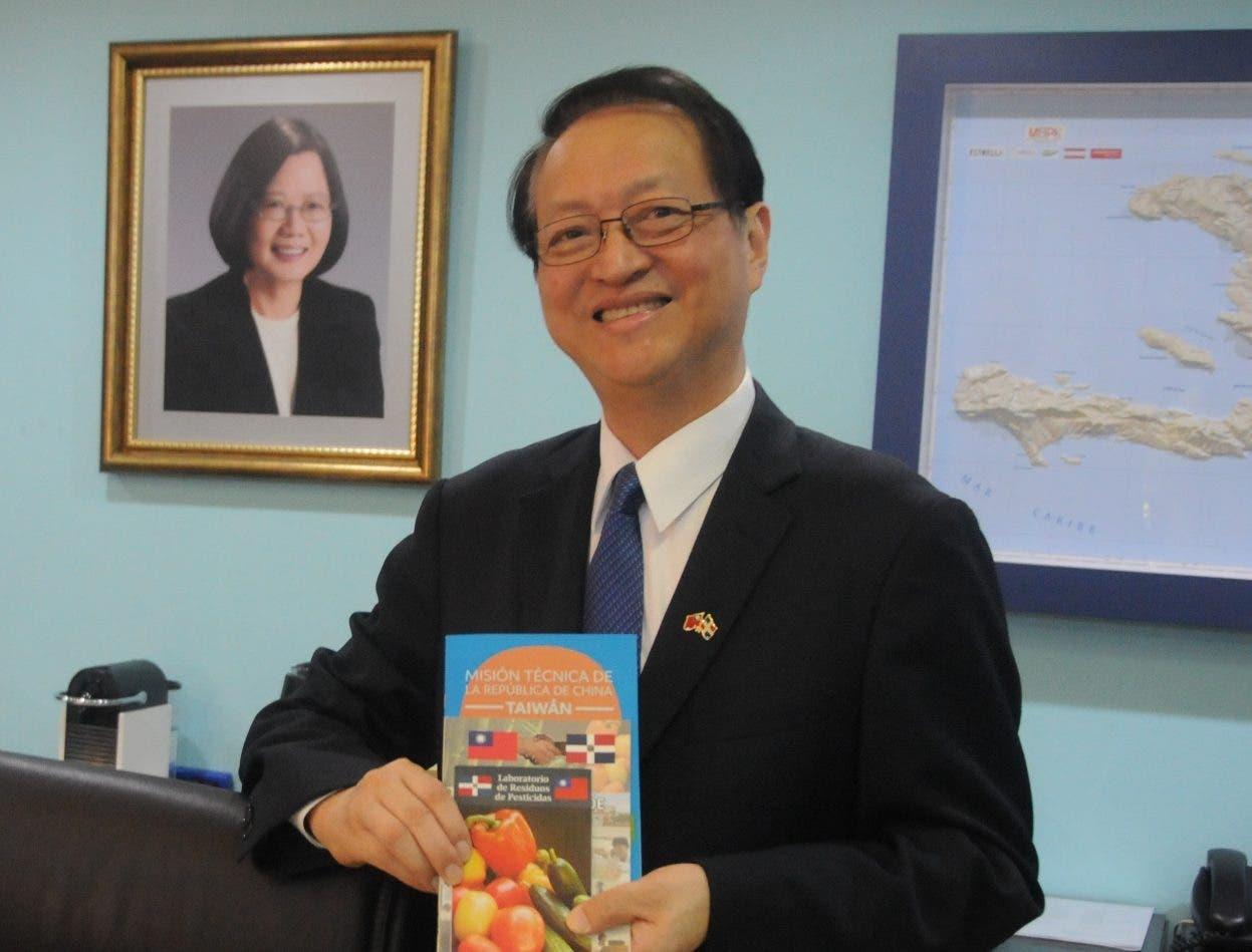 El embajador Valentino Ji Zen Tan g  destacó que fortalecerán los intercambios. NICOLÁS MONEGRO