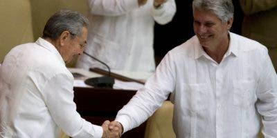 El sucesor de Raúl Castro quedará al frente del Consejo de Estado y asumirá nuevos retos.  AP