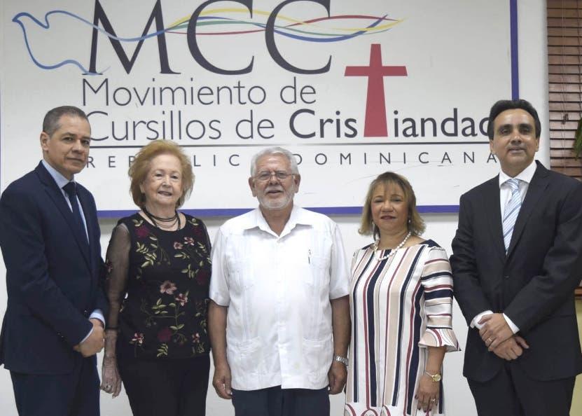 Fernando Langa  junto a varios de los  organizadores de la feria.