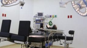 El hospital  cuenta con una oferta de 196 camas  y  fue dotado de   equipos  de última generación.  fuente externa.