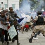 La oposición acusa a la policía de actuar con violencia.  Archivo