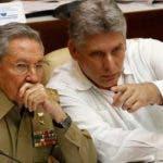 El relevo de poder de Raúl Castro se hará en Cuba de manera suave,  sin sobresaltos; y el país seguirá abrazado a su revolución.