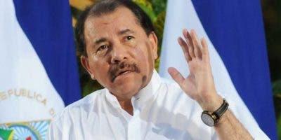 MAN01. MANAGUA (NICARAGUA), 10/01/2011.- El presidente nicaragüense, Daniel Ortega, habla hoy, lunes 10 de enero de 2010, durante un acto público en la Plaza de la Revolución en Managua (Nicaragua). EFE/Mario López