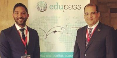 Luis David Sena junto al embajador de República Dominicana  en España, Olivo Rodríguez Huertas.