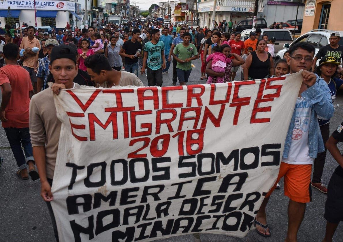 Viacrusis migratorio de hondureños, salvadoreños y nicaragüenses se queda en México.