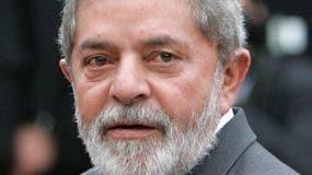 El expresidente Inacio -Lula- Da Silva analiza su   defensa.  AP