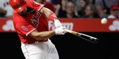 El dominicano Albert Pujols es de los mejores bateadores en la historia del béisbol.  Ap