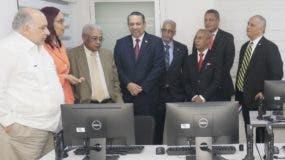 El centro fue inaugurado ayer por varios funcionarios.