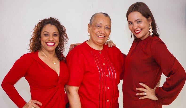 Juana Núñez,  Gloria Peralta y Odeliza Mera.