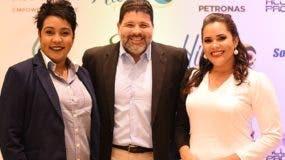 Carolina Jiménez, Harold Abbott y María Alonzo.