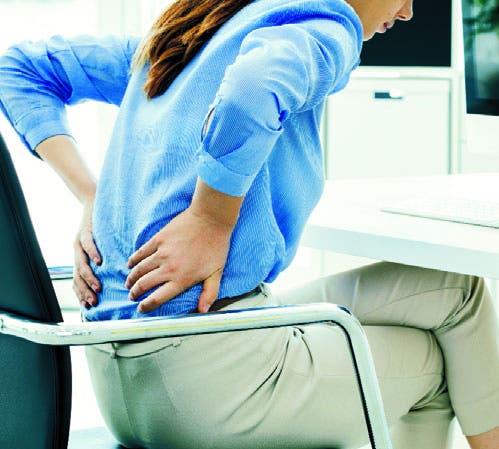 El dolor en la parte baja de la espalda  es  frecuente y fuerte.