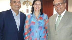 Diógenes Santos, Evelyn Lora y José Silié Ruiz.