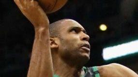 Al Horford no pudo impedir derrota de los Celtics. aP