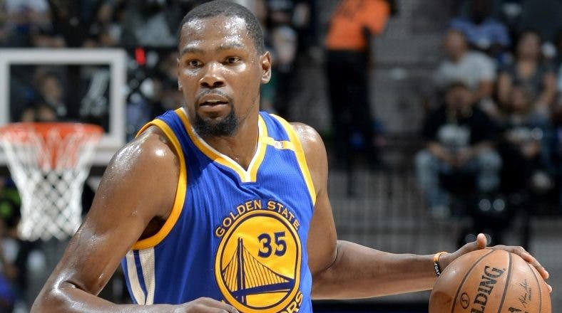 Kevin Durant y sus  Warriors salen a defender la corona.  Ap